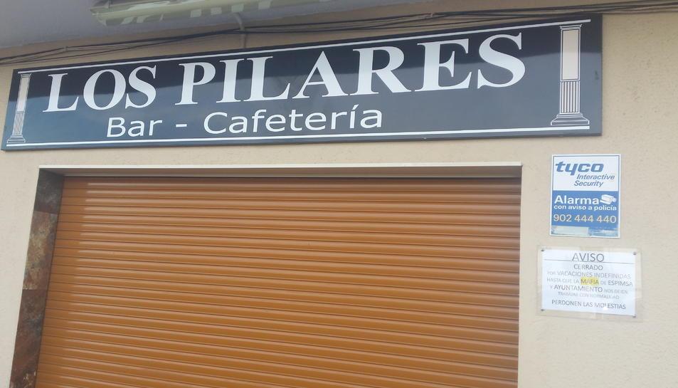 El bar Los Pilares, tancat.