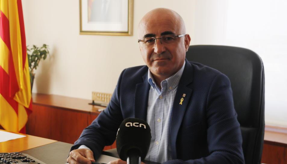 Pla mig del delegat del Govern a Tarragona, Òscar Peris, atenent l'ACN.