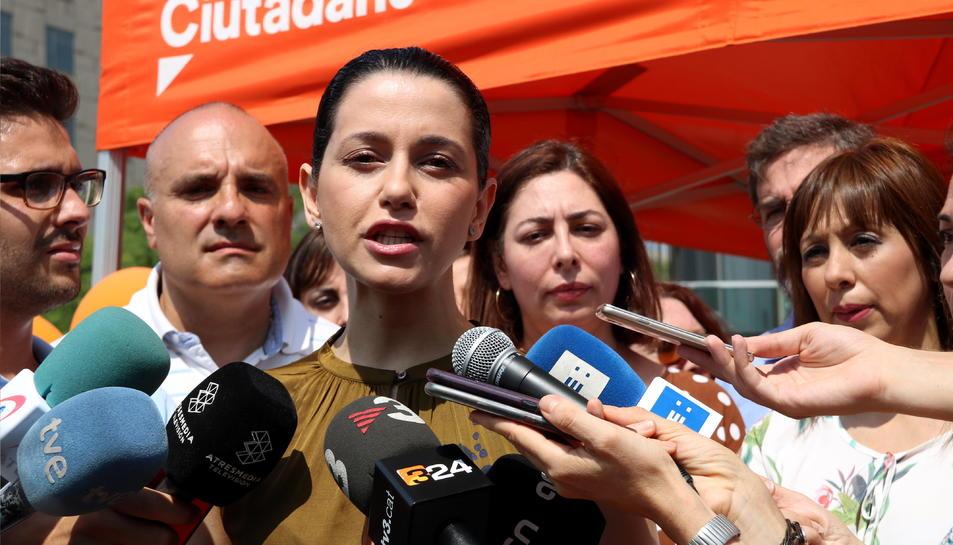 La cap de l'oposició al Parlament de Catalunya, Inés Arrimadas, durant una roda de premsa aquest divendres al matí.