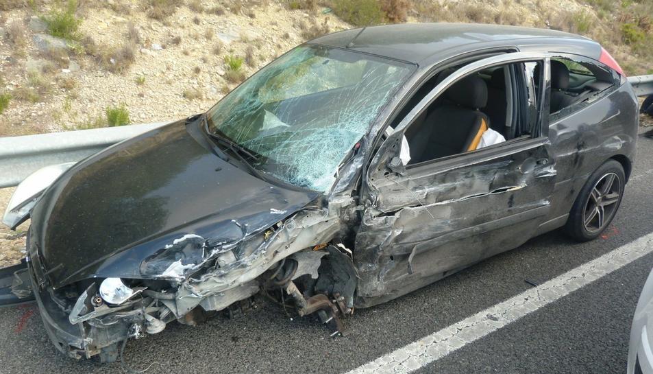 El cotxe va quedar destrossat després de xocar en diverses ocasions