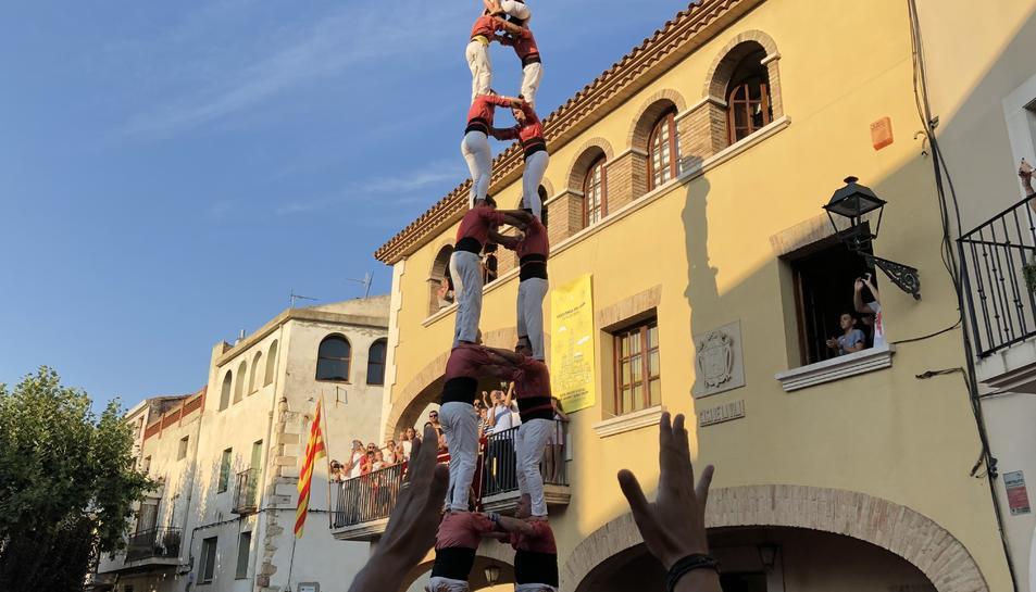 2 de 8 sense folre de la Colla Vella dels Xiquets de Valls a Vilallonga