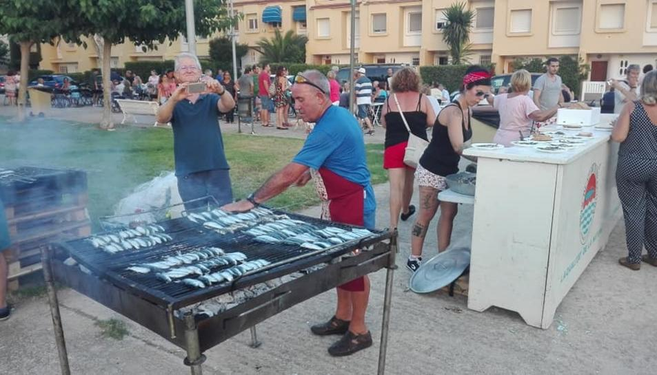 La Móra-Tamarit celebra la seva festa major. Imatge de la sardinada popular del passat divendres.