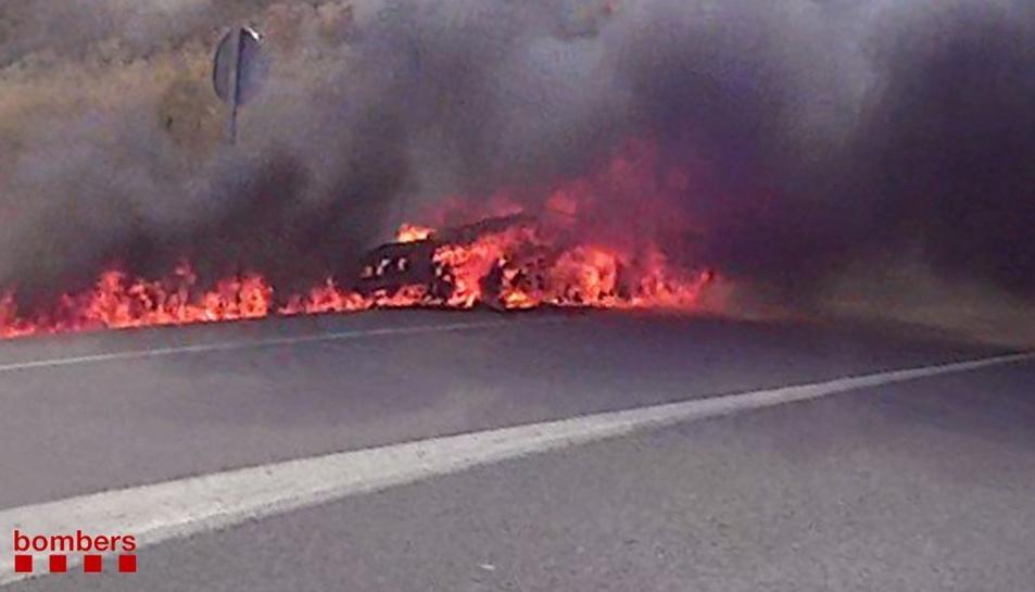 Moment en què crema el vehicle