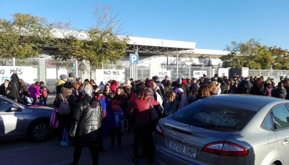 Alumnes manifestant-se pel fred a les aules, el curs passat.