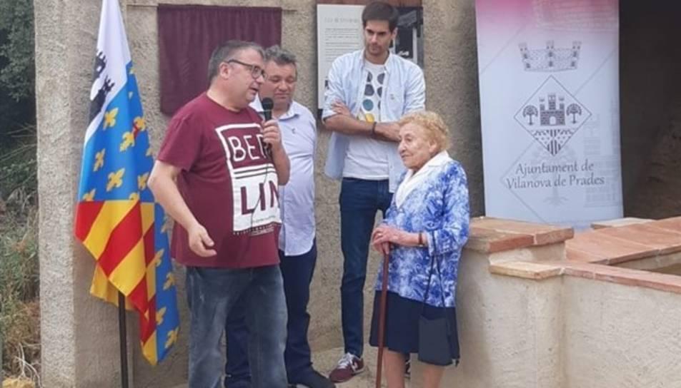 Conxita Musté, veïna de Vilanova de Prades, va explicar com era rentar al safareig del poble.