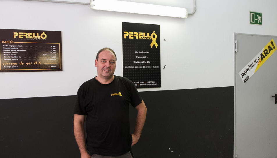 La imatge de Perelló Motors inclou ara el simbòlic llaç groc.