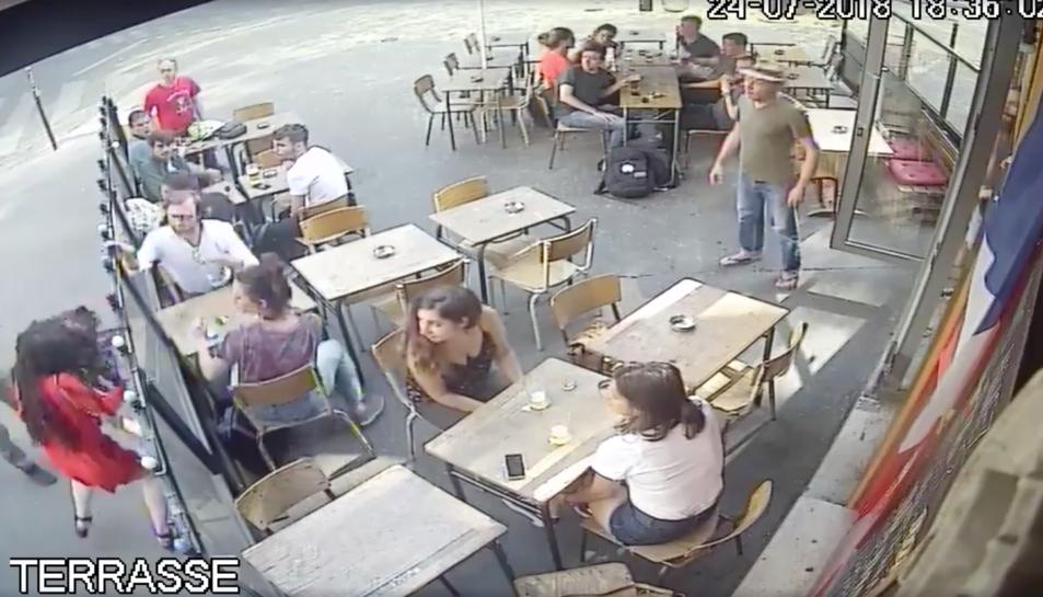 Imatge del moment de l'agressió.