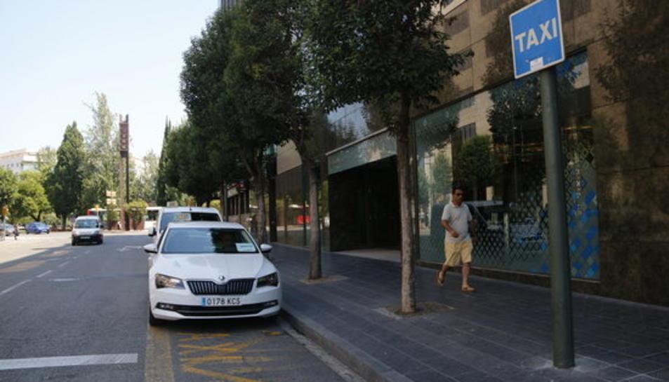 Pla general de la parada de taxis a Tarragona el 30 de juliol de 2018.