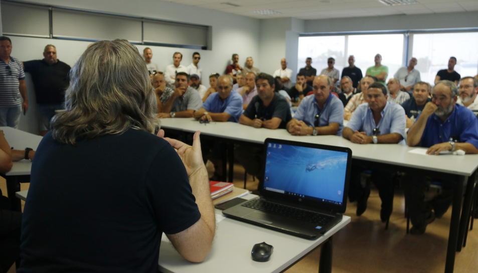 Imatge de l'assemblea de taxistes de Tarragona.