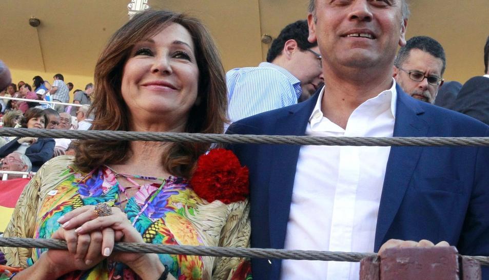 La periodista Ana Rosa Quintana amb el seu marit, juan Muñoz.