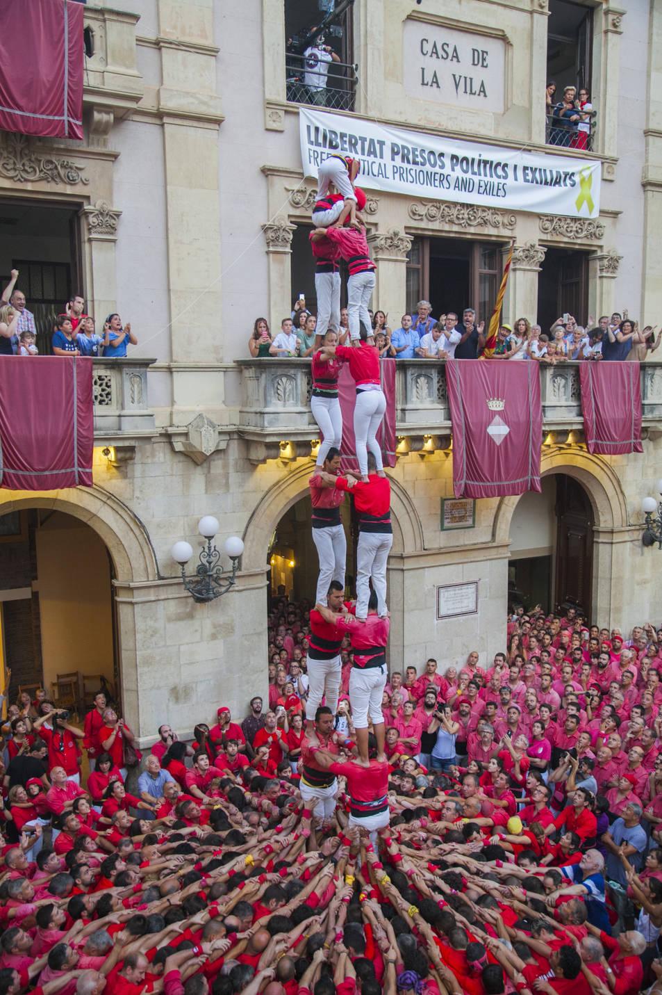 2 de 8 sense folre de la Colla Joves Xiquets de Valls