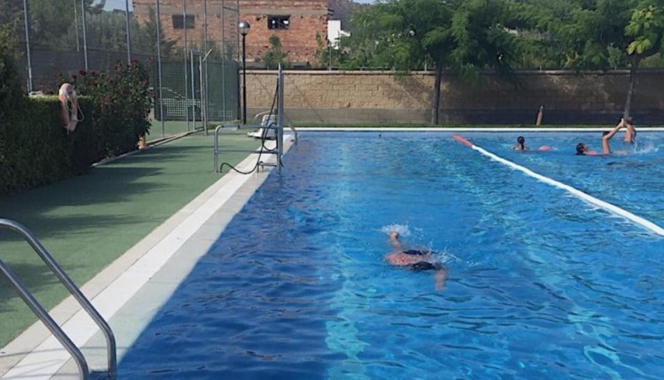 Imatge d'arxiu de la piscina municipal de Riba-roja d'Ebre.