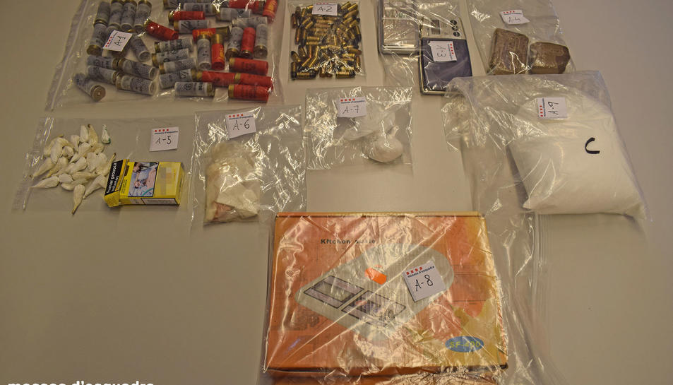 Material intervingut durant el registre al domicili del detingut.