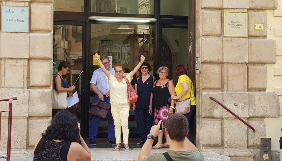 La denunciant a l'entrada dels jutjats de Tortosa.
