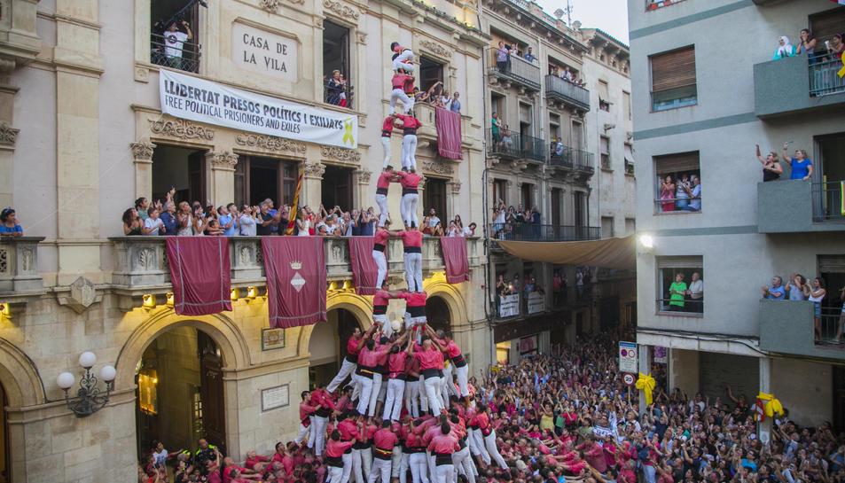 3 de 10 amb folre i manilles de la Colla Vella dels Xiquets de Valls a Firagost