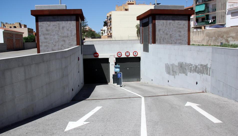 L'aparcament del carrer dels Filadors està tancat des del 2014.