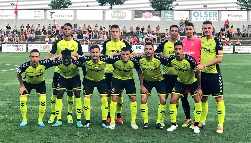 El club grana va estrenar la segona equipació per a aquest curs en el duel a la Garrotxa.