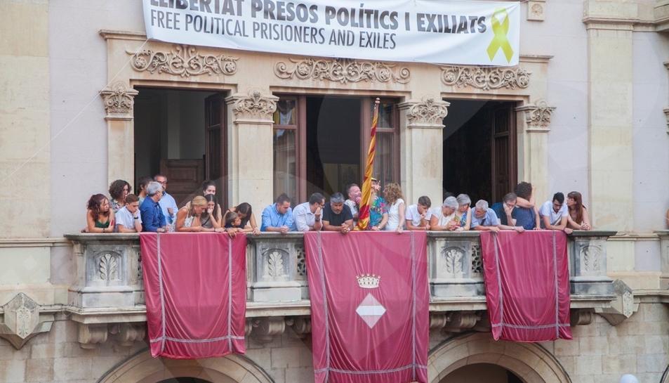 Jornada castellera de Firagost a Valls amb la Colla Joves Xiquets de Valls i la Colla Vella dels Xiquets de Valls.