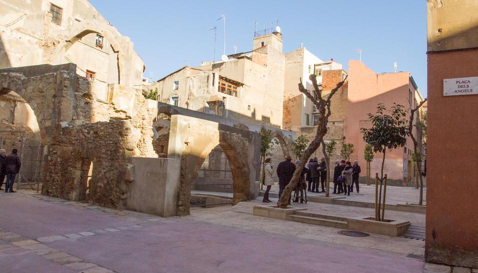 Ca la Garsa ha quedat tancada a la part de la plaça dels Àngels i el carrer Talavera.