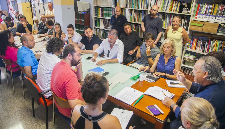 Membres de les entitats que han participat en la constitució de la Plataforma per una sanitat pública de qualitat a Tarragona.
