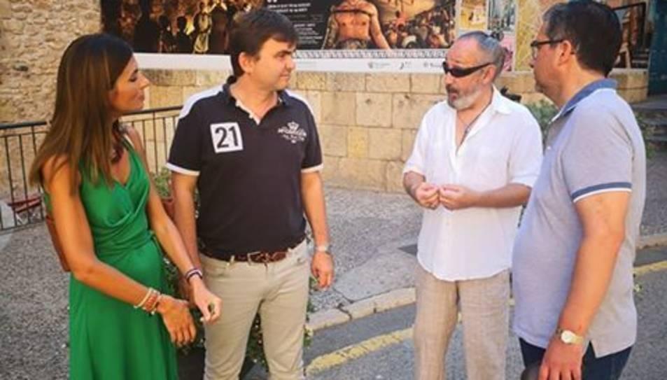 Els regidors del Partit Popular amb el representant veïnal, Jordi Ferré.