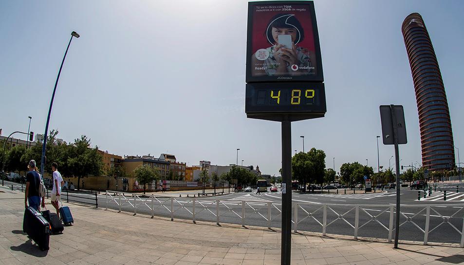 Imatge d'un termòmetre de carrer a la ciutat de Sevilla.