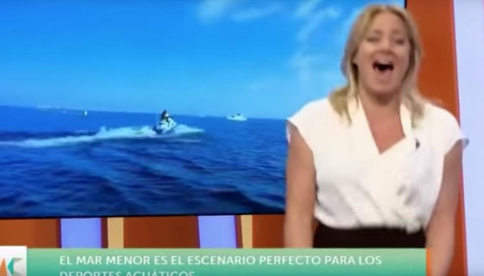 Imatge de la presentadora rient.