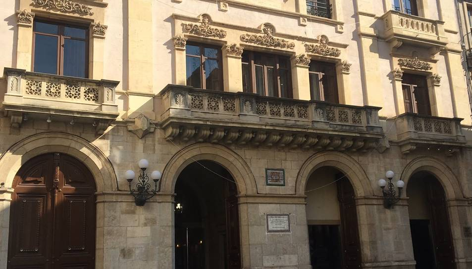 Imatge de la façana de l'Ajuntament sense la pancarta, aquest divendres.