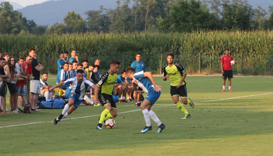 Omar, contra l'Espanyol B aquest dissabte, és un dels extrems drets que té el Nàstic.