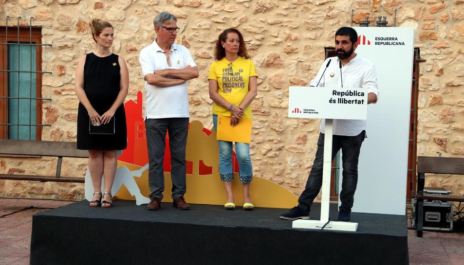 El conseller de Treball, Chakir el Homrani; la senadora d'ERC, Laura Castel; la diputada al Parlament, Raquel Sans i l'alcalde de Torredembarra, Eduard Rovira en l'acte d'ERC.