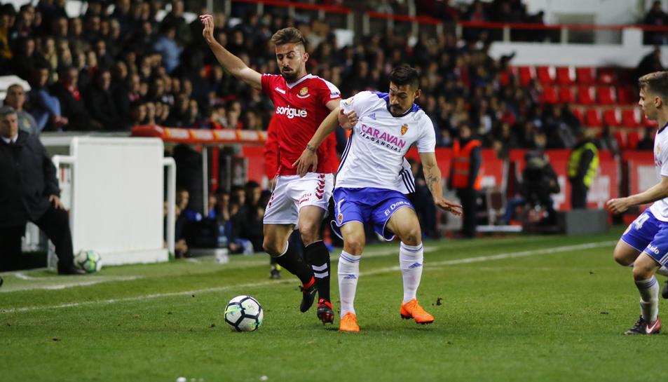 Omar Perdomo, durant una acció del Nàstic-Zaragoza d'aquesta temporada.
