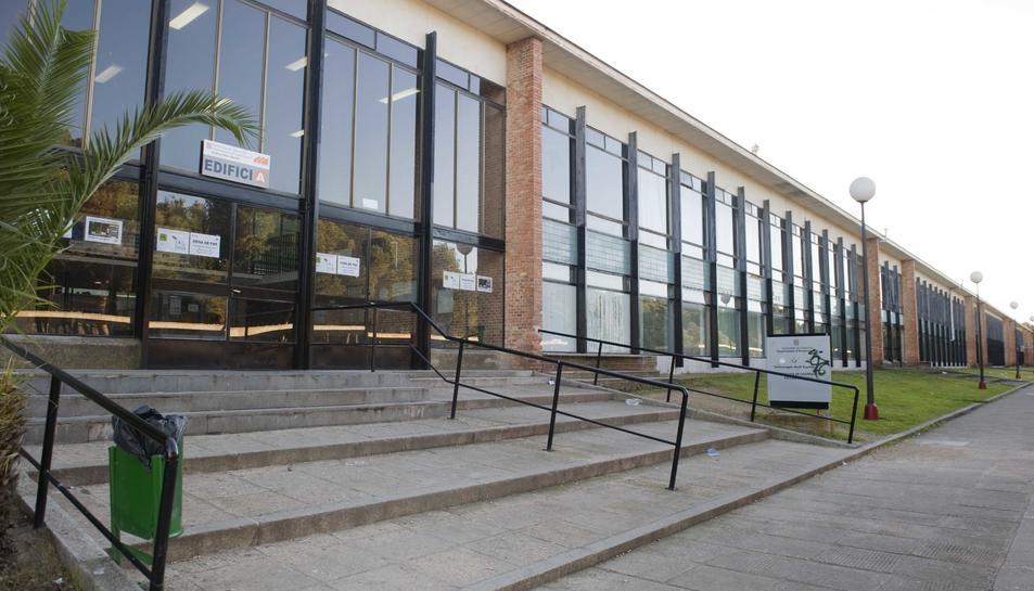 Imatge d'arxiu de l'edifici de l'Institut Pere Martell.