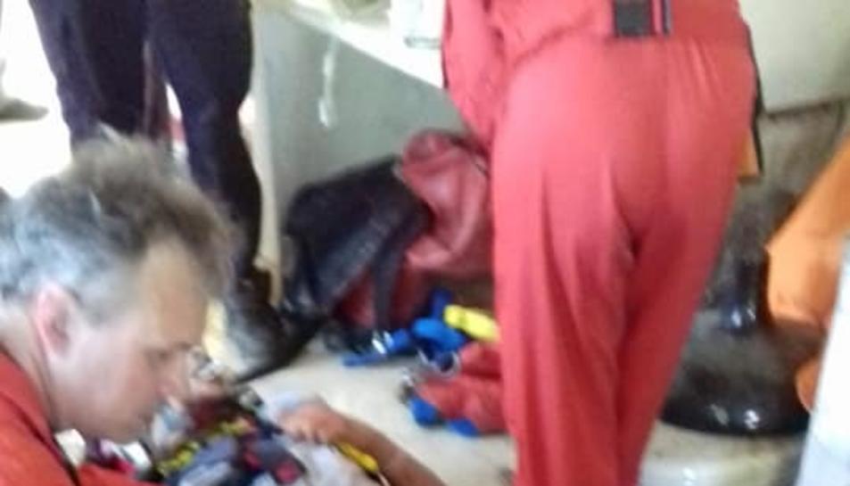 El jove es va trencar el turmell dret i va patir diversos politraumatismes.
