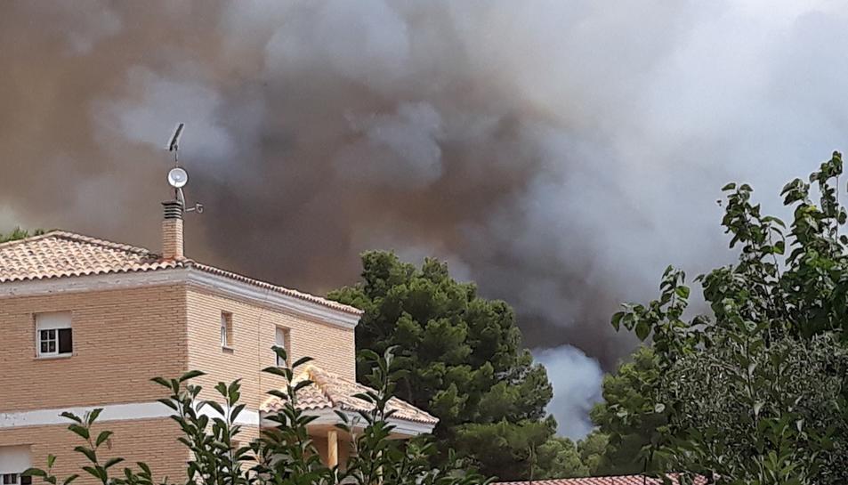 el fum es pot veure des de les cases de la urbanització Mas del Plata.