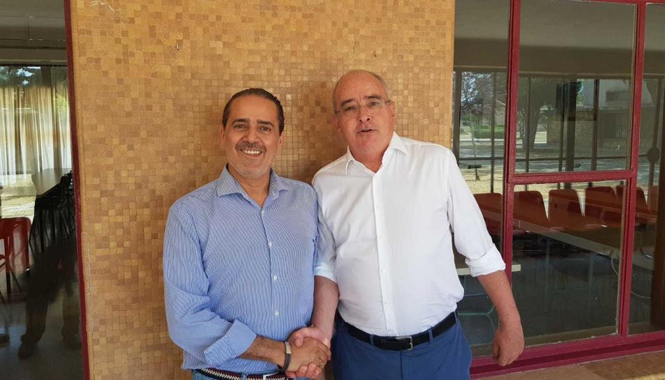 El conseller d'Ensenyament, Josep Bargalló, amb el cònsul del Marroc, Abdelaziz Jatim.