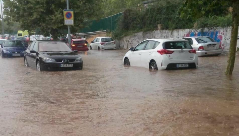 El nivell de l'aigua ha crescut molt ràpidament.