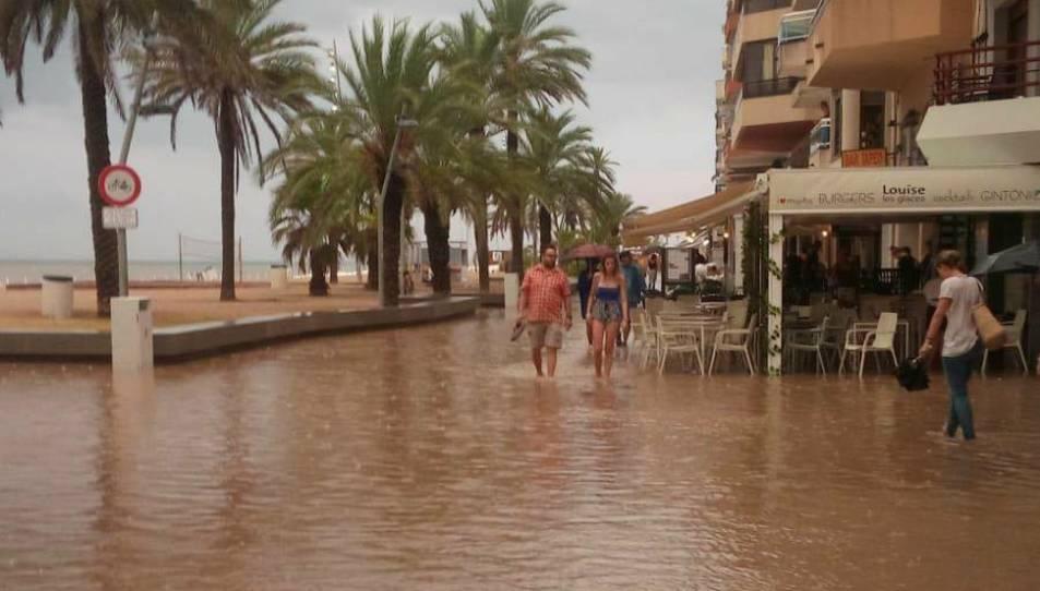 Aspecte que oferia el passeig marítim a causa d ela pluja.