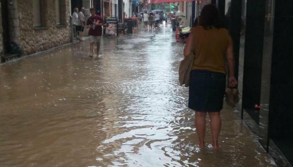 Imatge dels carrers inundats a Calafell.