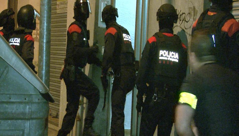 Els agents han realitzat entrades a Tarragona i Barberà del Vallès.