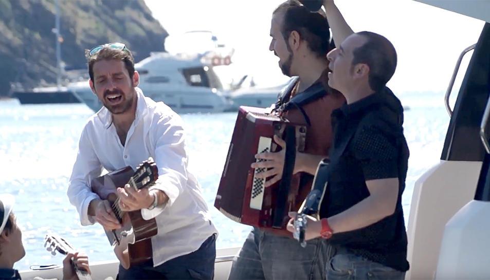 Imatge del videoclip de la cançó 'Estiu Assolellat'