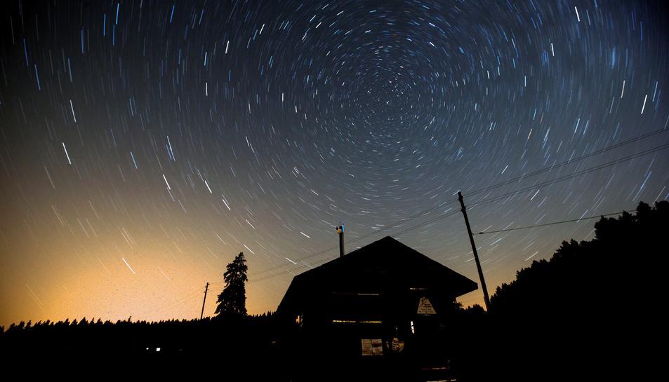 Imatge de la pluja d'estels desde Saint-Cergue, Suissa.