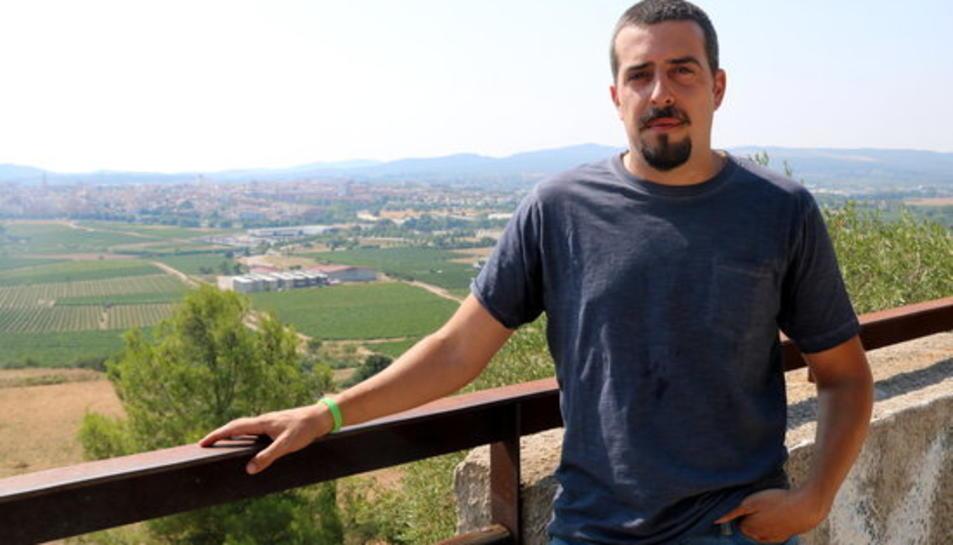 Jaume Tres, amic íntim de Pau Pérez, observant Vilafranca del Penedès des de la Muntanya de Sant Pau.