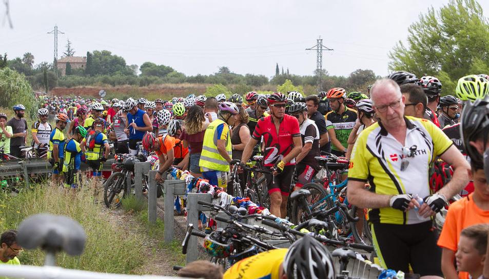 Multitudinari homenatge en record dels ciclistes atropellats (2)