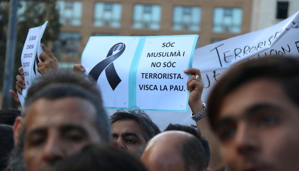'Sóc musulmà, no sóc terrorista', un dels lemes més repetits a la manifestació de la comunitat musulmana després dels atemptats.