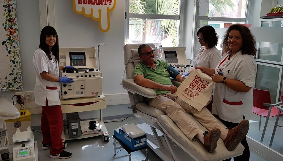 Imatge on es pot apreciar la màquina que realitza la separació de les plaquetes de la sang.
