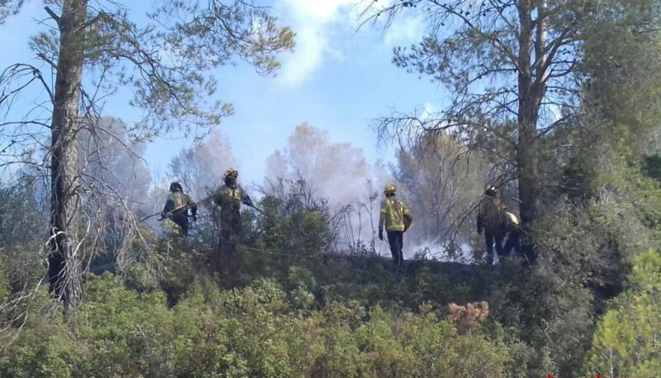 El foc s'ha produït entre l'N-240 i l'avinguda Pallaresos, darrere del camp de tir.