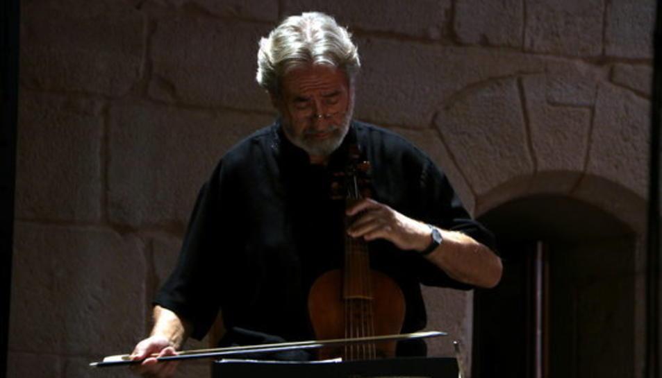 El mestre Jordi Savall en el concert inaugural del VI Festival de Música Antiga de Poblet.