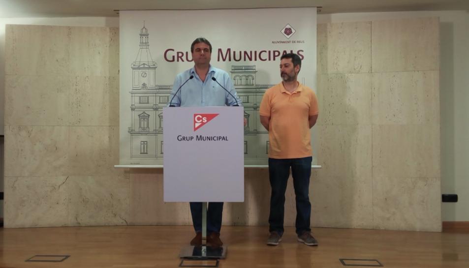 El portaveu del grup municipal taronja, Juan Carlos Sánchez, en la roda de premsa.