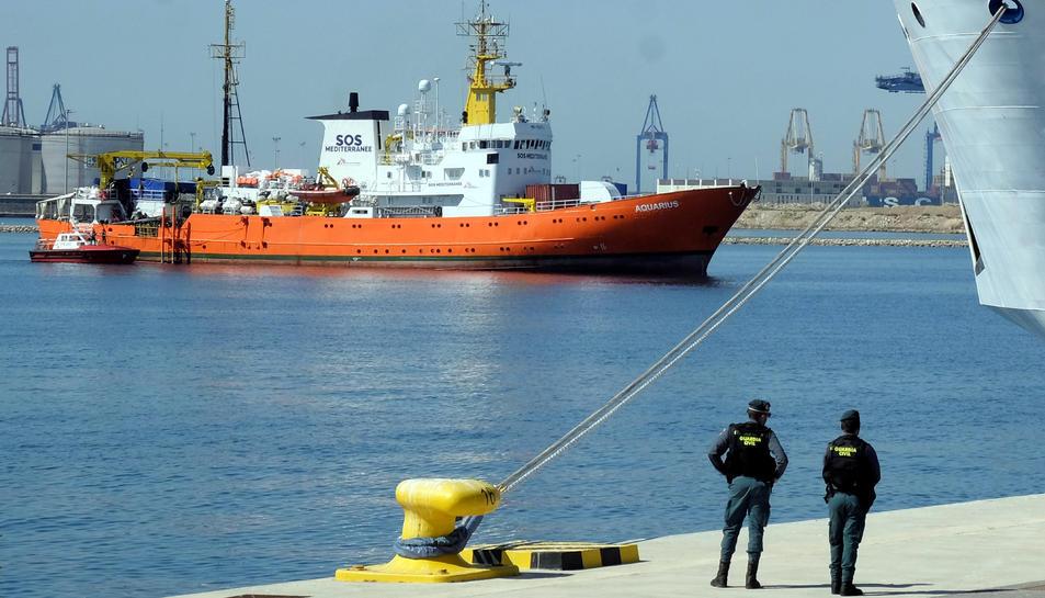 Imatge d'arxiu del vaixell Aquarius arribant al port de València.
