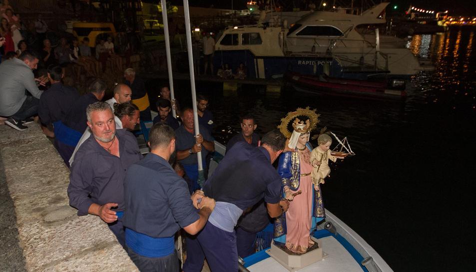 Tradicional processó marinera, ahir dimecres al vespre.